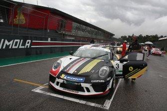La Porsche di Patrick Kujala, Bonaldi Motorsport, in griglia di partenza
