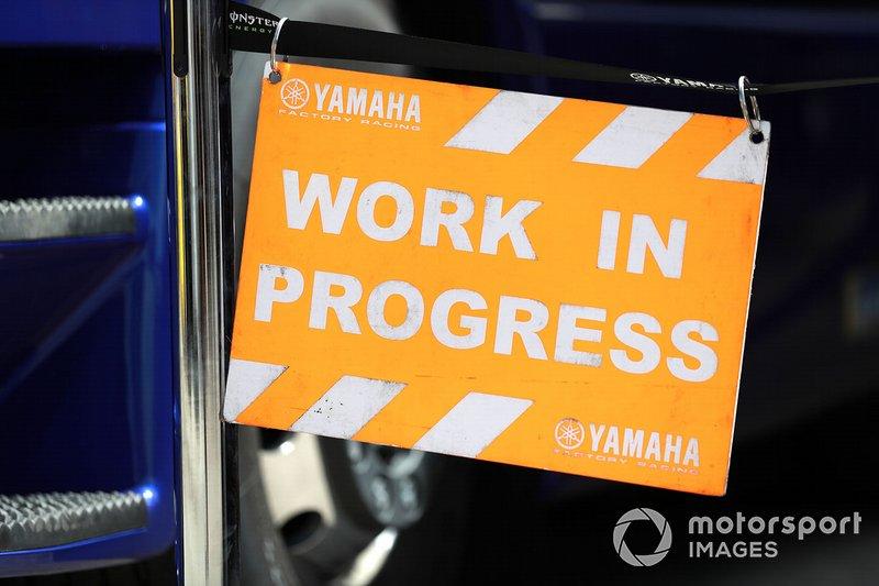 Señal de trabajo en progreso de Yamaha