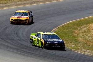 Paul Menard, Wood Brothers Racing, Ford Mustang Menards / Richmond and Clint Bowyer, Stewart-Haas Racing, Ford Mustang Rush Truck Centers