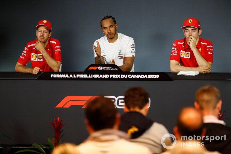 Sebastian Vettel, Ferrari, Lewis Hamilton, Mercedes AMG F1 y Charles Leclerc, Ferrari en rueda de prensa