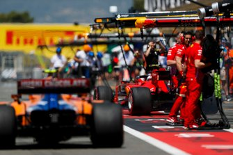 Lando Norris, McLaren MCL34, and Charles Leclerc, Ferrari SF90, in the pit lane