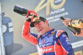 Rubens Barrichello comemora segunda posição no Velo Città