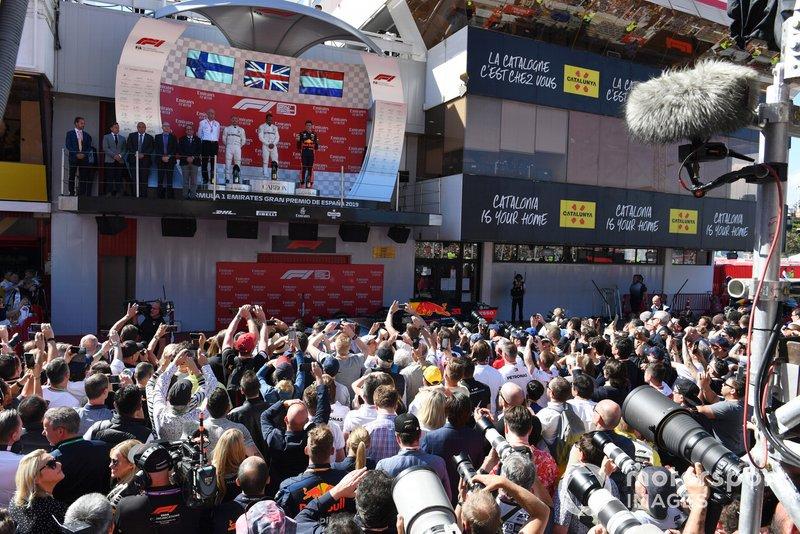 Валттері Боттас, Льюіс Хемілтон, Mercedes AMG F1, генеральний директор Mercedes Benz Дітер Цетше, Макс Ферстаппен, Red Bull Racing