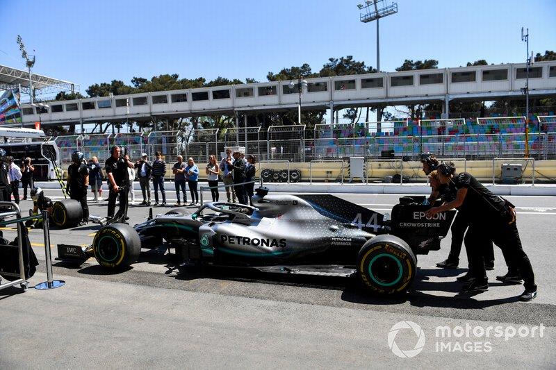 Essais d'arrêt au stand chez Mercedes AMG F1