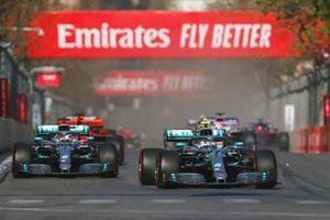 Valtteri Bottas, Mercedes AMG W10 en Lewis Hamilton, Mercedes AMG F1 W10