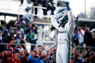 Race winner Valtteri Bottas, Mercedes AMG F1