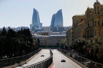 Daniil Kvyat, Toro Rosso STR14, and Alexander Albon, Toro Rosso STR14