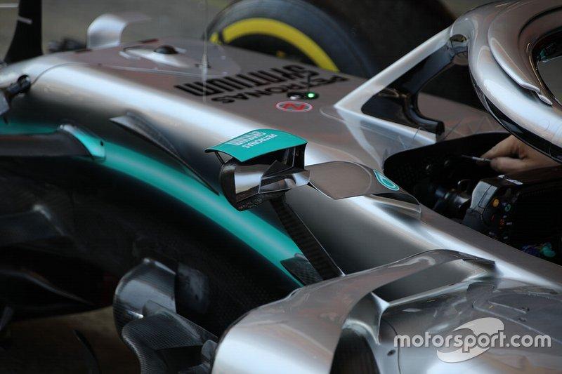 Mercedes W10: Rückspiegel