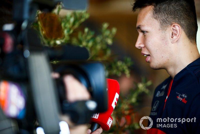 Alexander Albon, Toro Rosso parla ai media
