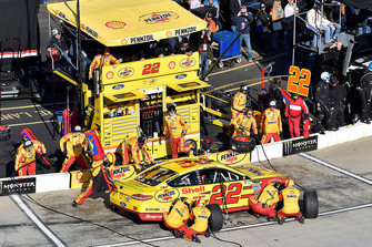 Joey Logano, Team Penske, Ford Fusion Shell Pennzoil, makes a pit stop