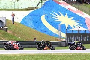 Valentino Rossi, Yamaha Factory Racing en tête au départ