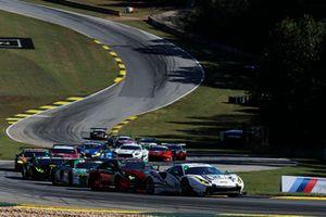 #63 Scuderia Corsa Ferrari 488 GT3, GTD: Cooper MacNeil, Gunnar Jeannette, Daniel Serra leads GTD at the start