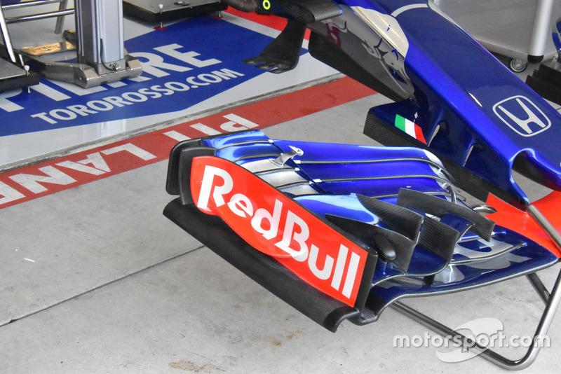 Scuderia Toro Rosso STR13, első szárny, részlet