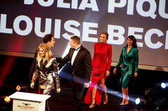 Le président de Motorsport Network, James Allen, présente les présentateurs de la soirée : Nicki Shields, David Croft, Julia Piquet et Louise Beckett