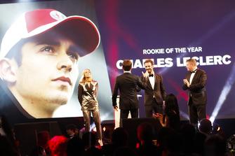 Le Rookie de l'année Charles Leclerc sur scène avec Jean-Eric Vergne