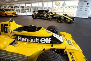 Sala de exhibición Renault RS 01 y Renault R.S. 18