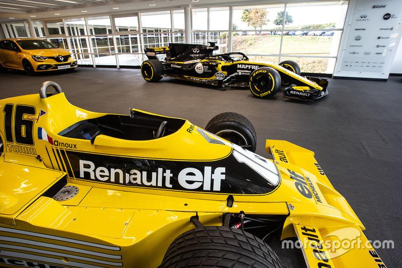 Salle d'exposition, Renault RS01 et R.S.18