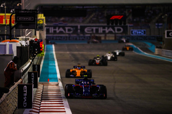 Pierre Gasly, Scuderia Toro Rosso STR13, leads Fernando Alonso, McLaren MCL33, and Kevin Magnussen, Haas F1 Team VF-18