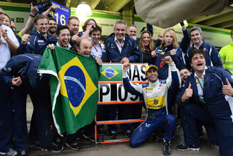 Felipe Nasr, Sauber celebrates ninth place with the team