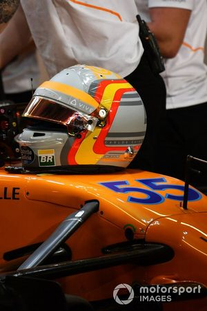 Шлем пилота McLaren Карлоса Сайнса