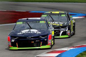 Alex Bowman, Hendrick Motorsports, Chevrolet Camaro Axalta Jimmie Johnson, Hendrick Motorsports, Chevrolet Camaro Lowe's for Pros