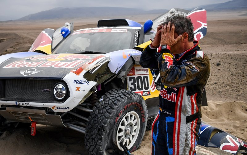 #300 X-Raid Mini JCW Team: Carlos Sainz after the crash