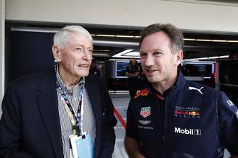 John Malone, presidente de Liberty Media, con Christian Horner, director del equipo, Red Bull Racing