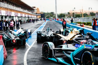 Mitch Evans, Panasonic Jaguar Racing, Jaguar I-Type 3 follows the field out of the pit lane