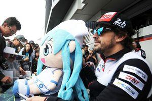 Fernando Alonso, Toyota Gazoo Racing pendant la séance d'autographes