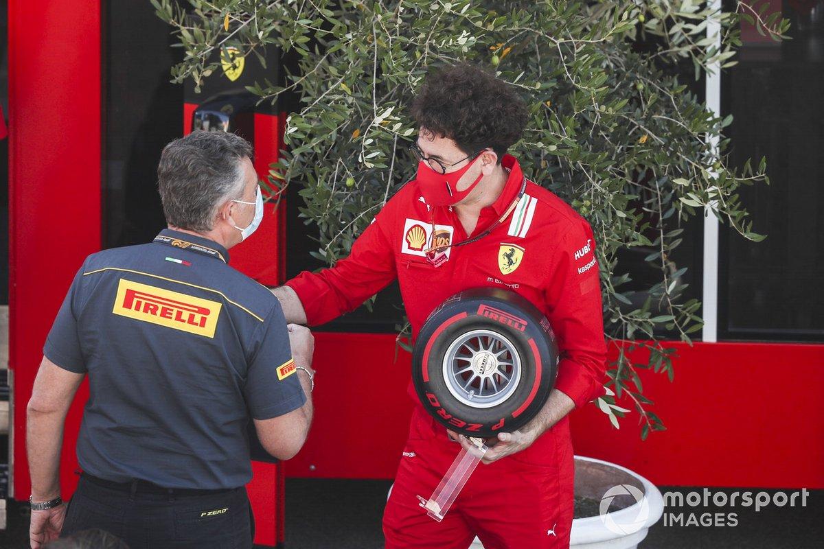 Mario Isola, Racing Manager, Pirelli Motorsport y Mattia Binotto, Team Principal Ferrari