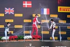 Jake Hughes, HWA Racelab, Race Winner Frederik Vesti, Prema Racing and Theo Pourchaire, ART Grand Prix celebrate on the podium with the champagne