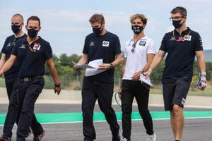 Pierre Gasly, AlphaTauri walks the track with members of his team