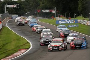 Start, Adam Morgan, Carlube Triple R Racing with Cataclean & Mac Tools Mercedes-Benz A-Class leads
