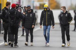 Daniel Ricciardo, Renault F1 en Esteban Ocon, Renault F1 in de paddock