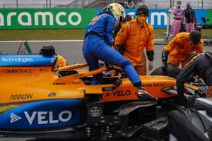 Carlos Sainz Jr., McLaren, arrives on the grid