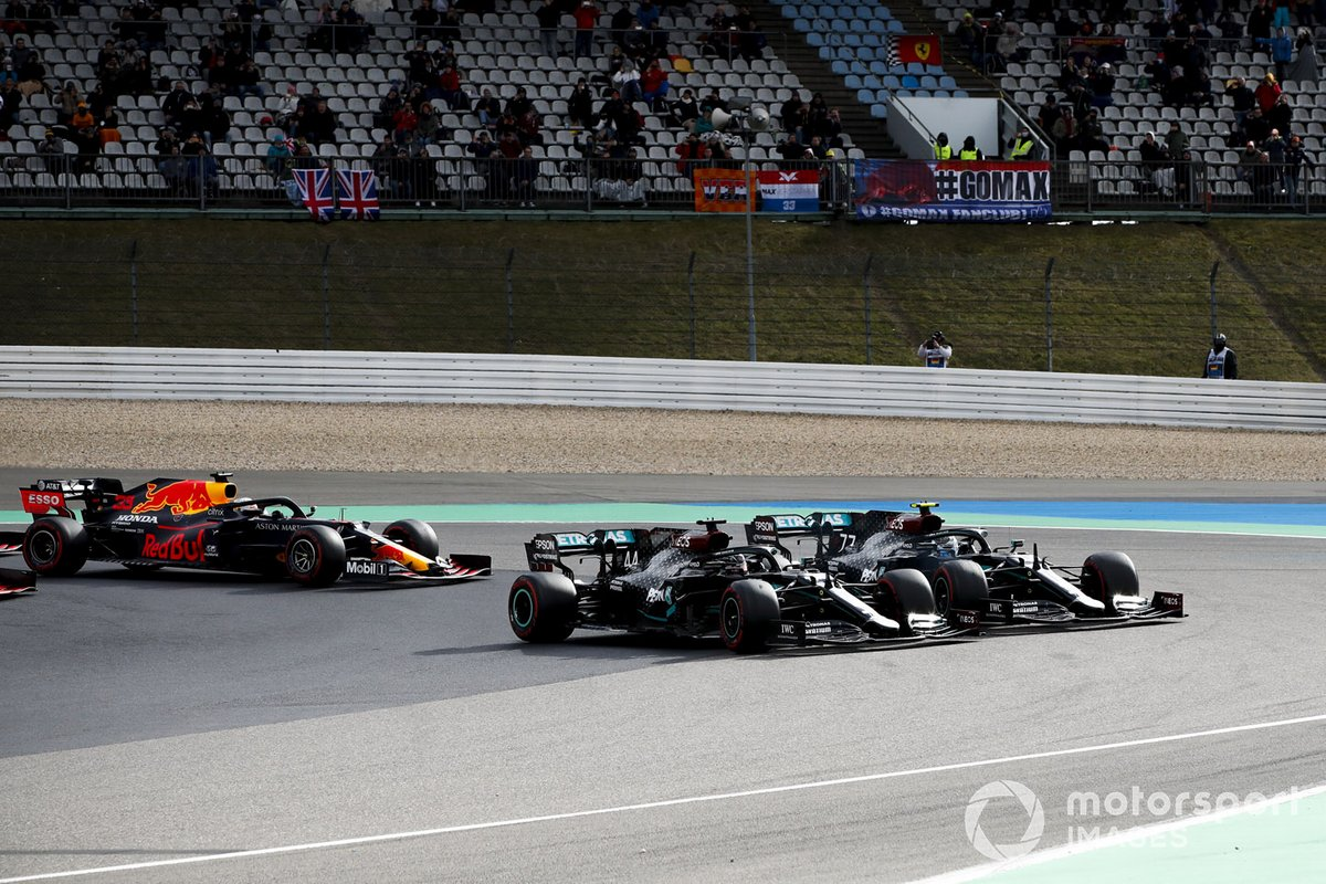 Lewis Hamilton, Mercedes F1 W11, Valtteri Bottas, Mercedes F1 W11, al inicio