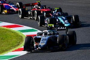 Luca Ghiotto, Hitech Grand Prix, leads Dan Ticktum, Dams, Callum Ilott, UNI-Virtuosi, and Marino Sato, Trident
