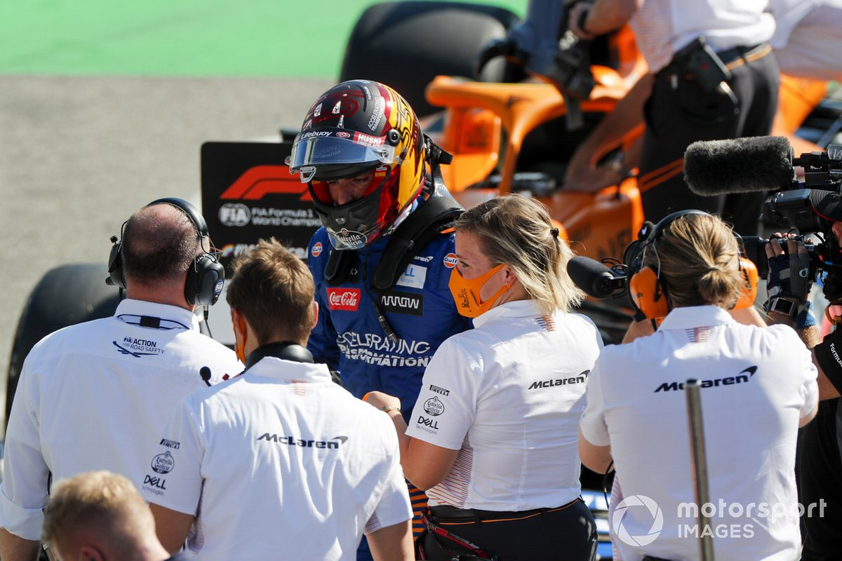 Carlos Sainz Jr., McLaren celebrates in Parc Ferme with his team