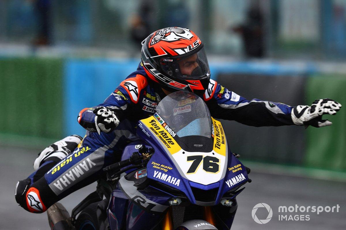 Loris Baz, Ten Kate Racing Yamaha with swimming motions