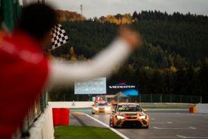 Mikel Azcona, Volcano Motorsport, Cupra TCR, vince Gara1