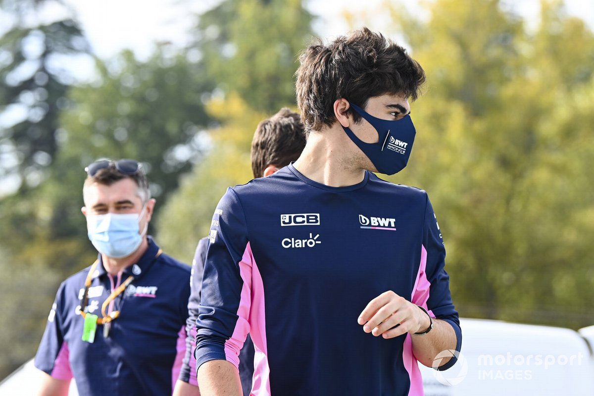 Lance Stroll, Racing Point, cammina sulla pista