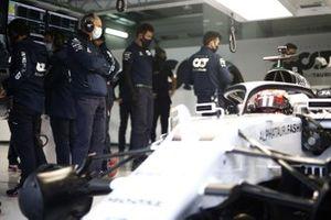 Franz Tost, Team Principal, AlphaTauri guarda Yuki Tsunoda, Honda Formula Dream Project
