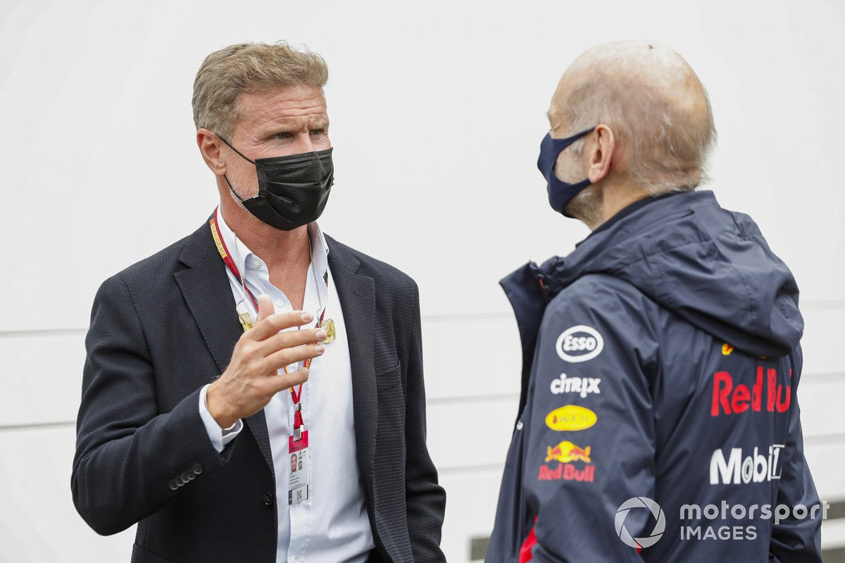 El presentador David Coulthard con Adrian Newey, Director Técnico de Red Bull Racing