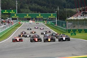 Yuki Tsunoda, Carlin, leads Nikita Mazepin, Hitech Grand Prix, Nobuharu Matsushita, MP Motorsport, Robert Shwartzman, Prema Racing, Mick Schumacher, Prema Racing, Louis Deletraz, Charouz Racing System, and the rest of the field at the start of the race