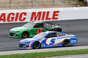 Kyle Larson, Hendrick Motorsports, Chevrolet Camaro HendrickCars.com, Ross Chastain, Chip Ganassi Racing, Chevrolet Camaro Clover