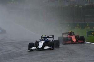 Nicholas Latifi, Williams FW43B, Carlos Sainz Jr., Ferrari SF21