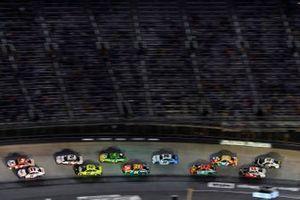 Denny Hamlin, Joe Gibbs Racing, Toyota Camry FedEx Freight and Kyle Larson, Hendrick Motorsports, Chevrolet Camaro Valvoline