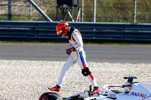 Nikita Mazepin, Haas VF-21, walks away from his car after beaching in the gravel during FP2