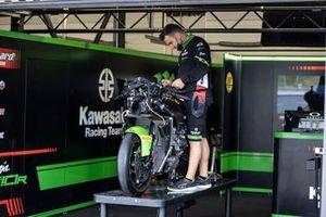 Box: Kawasaki Racing Team WorldSBK
