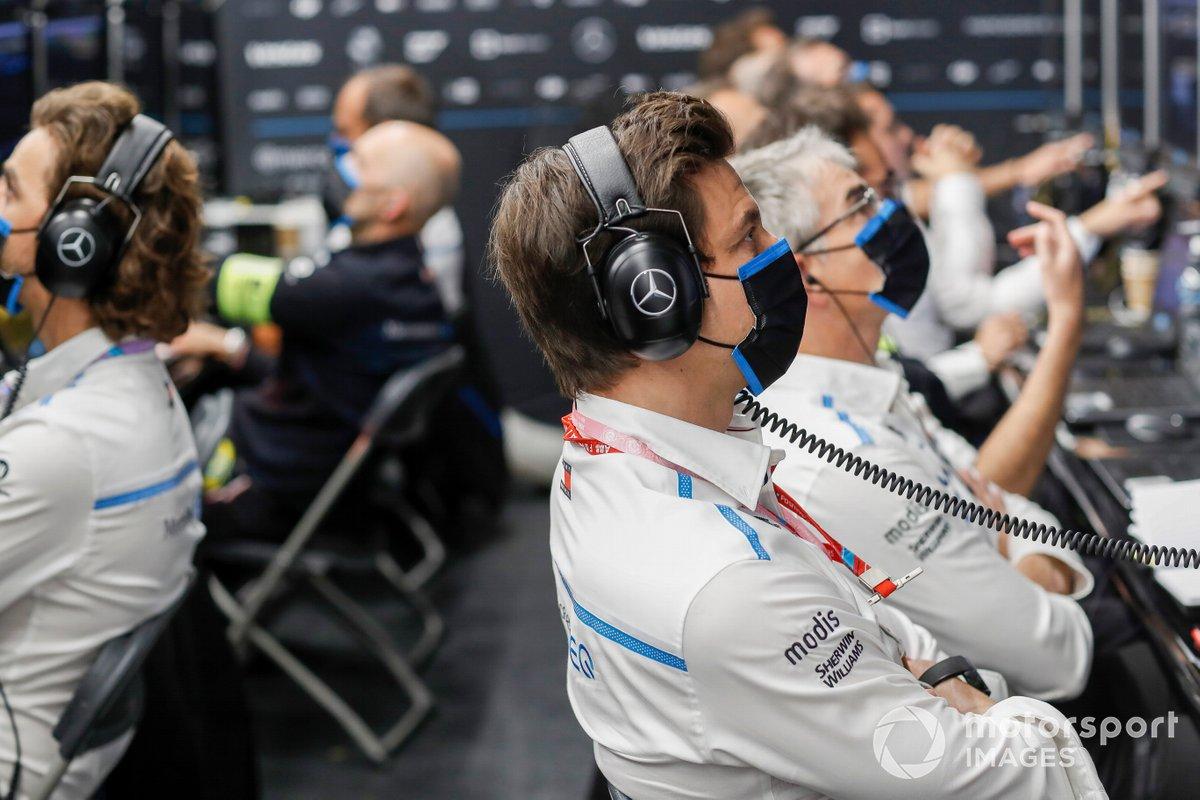 Toto Wolff (jefe de equipo, CEO, Mercedes AMG) en el garaje